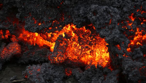 A close up of lava from an eruption on Holuhraun, northwest of the Dyngjujoekull glacier in Iceland, Monday, Sept. 1, 2014.  Lava fountains danced along a lengthy volcanic fissure near Iceland's subglacial Bardarbunga volcano Sunday, prompting authorities to raise the aviation warning code to the highest level and close the surrounding airspace. The warning was lowered 12 hours later as visibility improved and it was clear that no volcanic ash was detected. - Sputnik Italia