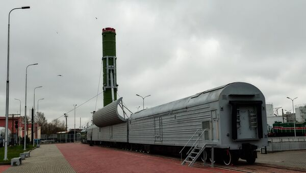 RT-23 Molodets (nome in codice NATO SS-24 Scalpel) complesso missilistico ferroviario - Sputnik Italia