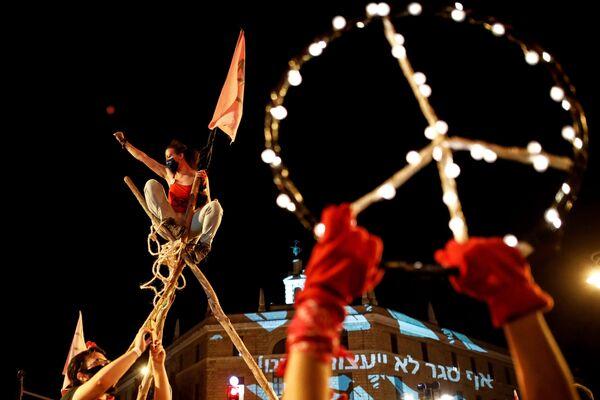 La gente protesta contro la presunta corruzione del primo ministro israeliano Benjamin Netanyahu a Gerusalemme, il 12 settembre 2020 - Sputnik Italia