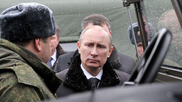 Il presidente Putin incontra dei militari russi - Sputnik Italia