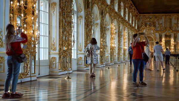 Посетители в Екатерининском дворце  Царское село - Coronavirus in Russia - Sputnik Italia
