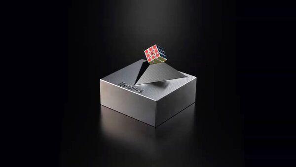 Il cubo di Rubik più piccolo al mondo prodotto dalla società MegaHouse Corp. - Sputnik Italia