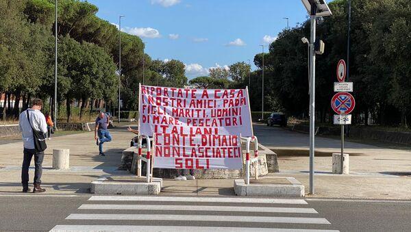 Roma, la manifestazione dei familiari dei due armatori dei pescherecci Medinea e Antartide sequestrati in Libia - Sputnik Italia