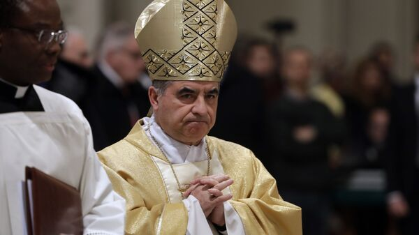 Il cardinale Giovanni Angelo Becciu si dimette dopo l'inchiesta sull'immobile di Londra - Sputnik Italia