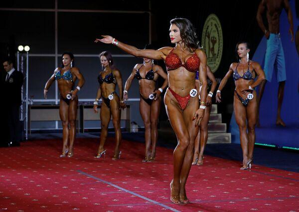 Una partecipante del campionato di bodybuilding a Krasnodar, Russia - Sputnik Italia