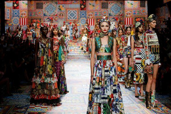 La presentazione della collezione Dolce & Gabbana durante la Settimana della Moda Milano  - Sputnik Italia