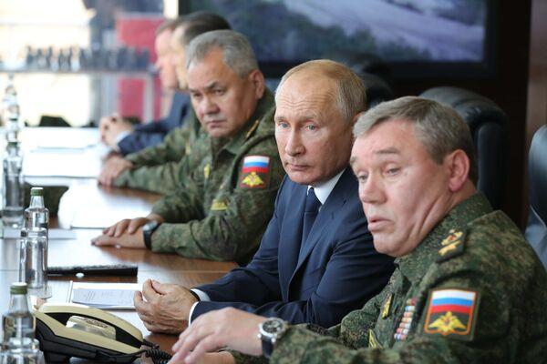 Il presidente russo Vladimir Putin è arrivato nella regione di Astrakhan per seguire le esercitazioni Caucaso-2020 - Sputnik Italia