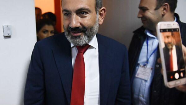 Исполняющий обязанности премьер-министра Армении Никол Пашинян в Армении - Sputnik Italia