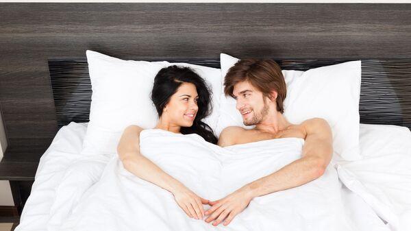 Una coppia nel letto - Sputnik Italia