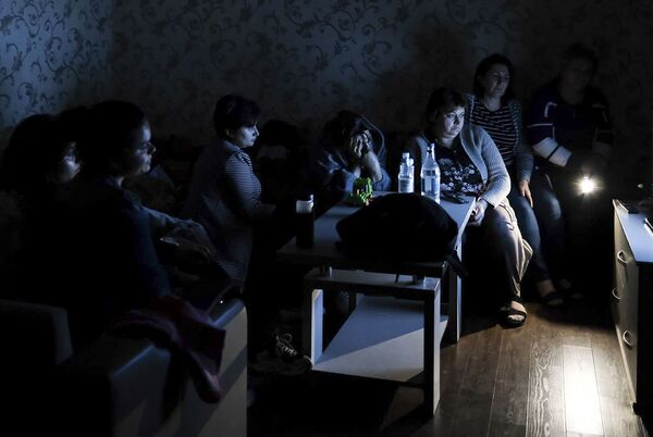La gente nascosta nel rifugio antiaereo in Nagorno Karabakh - Sputnik Italia