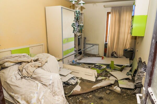 Un appartamento distrutto nel corso delle operazioni militari a Step'anakert, in Nagorno Karabakh - Sputnik Italia