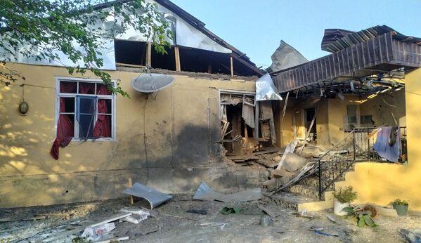 Una casa distrutta nel corso dei bombardamenti nella regione Terter dell'Azerbaigian - Sputnik Italia