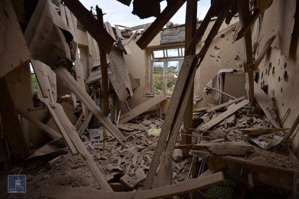 Una casa distrutta dopo i bombardamenti da parte delle truppe azere, Martuni, Nagorno-Karabakh - Sputnik Italia