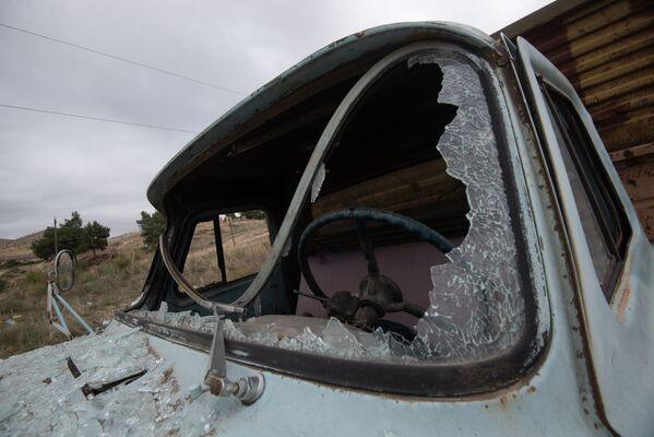 Un camion con i vetri spaccati sulla strada per la città Martuni, Nagorno-Karabakh - Sputnik Italia