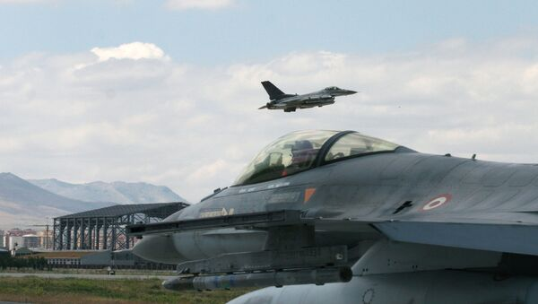 Un F-16 turco - Sputnik Italia