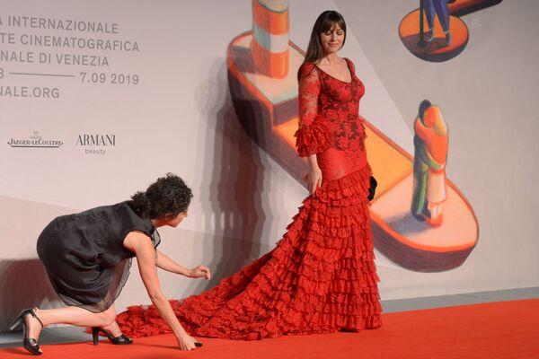 L'attrice italiana Monica Bellucci sul red carpet del film Irreversible (2002) nell'ambito della 76a edizione della Mostra internazionale d'arte cinematografica di Venezia - Sputnik Italia