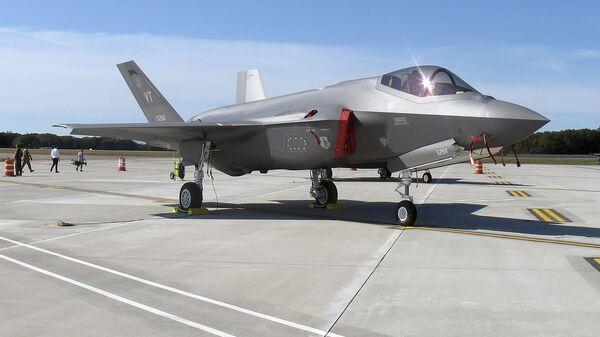 Un caza F-35 - Sputnik Italia