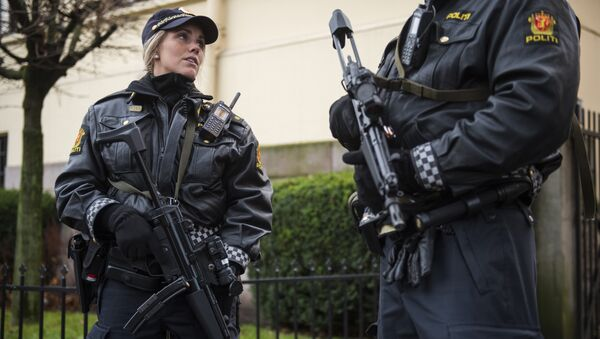 Armed police guard the Nobel institute ahead of a press conference with the Nobel Peace Prize laureates, the Tunisian National Dialogue Quartet in Oslo on December 9, 2015 - Sputnik Italia