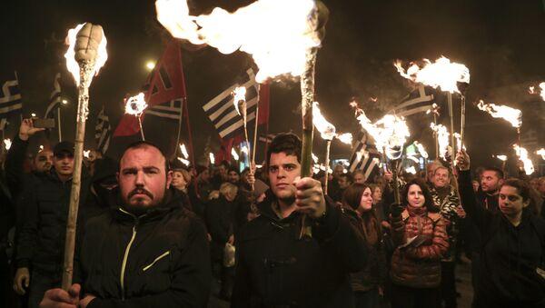Militanti del partito grego di estrema destra Alba Dorata - Sputnik Italia
