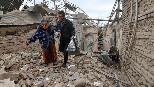 Una casa distrutta a Ganja in Azerbaigian. - Sputnik Italia