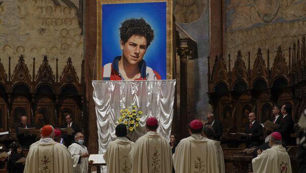 Beatificato Carlo Acutis, il primo santo dei millennials: la Chiesa potrebbe proclamarlo patrono di Internet. - Sputnik Italia