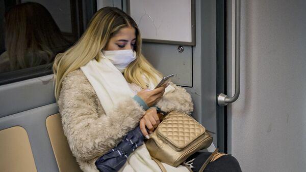 Donna in viaggio in metropolitana - Sputnik Italia