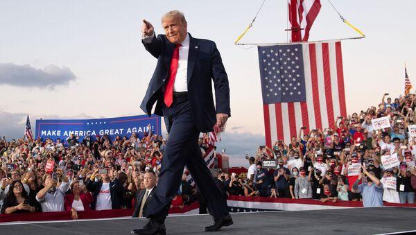 Donald Trump dopo un comizio elettorale in Florida - Sputnik Italia