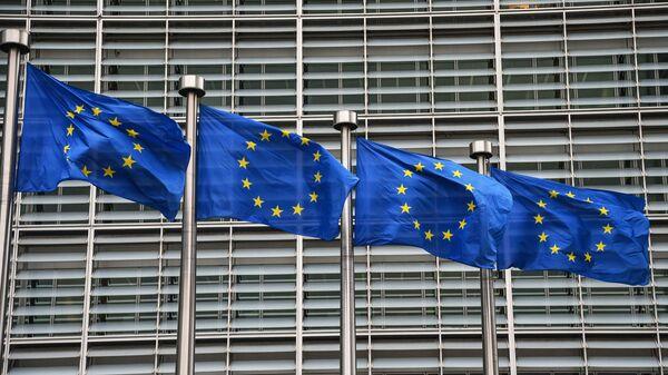 Bandiere dell'UE a Bruxelles - Sputnik Italia