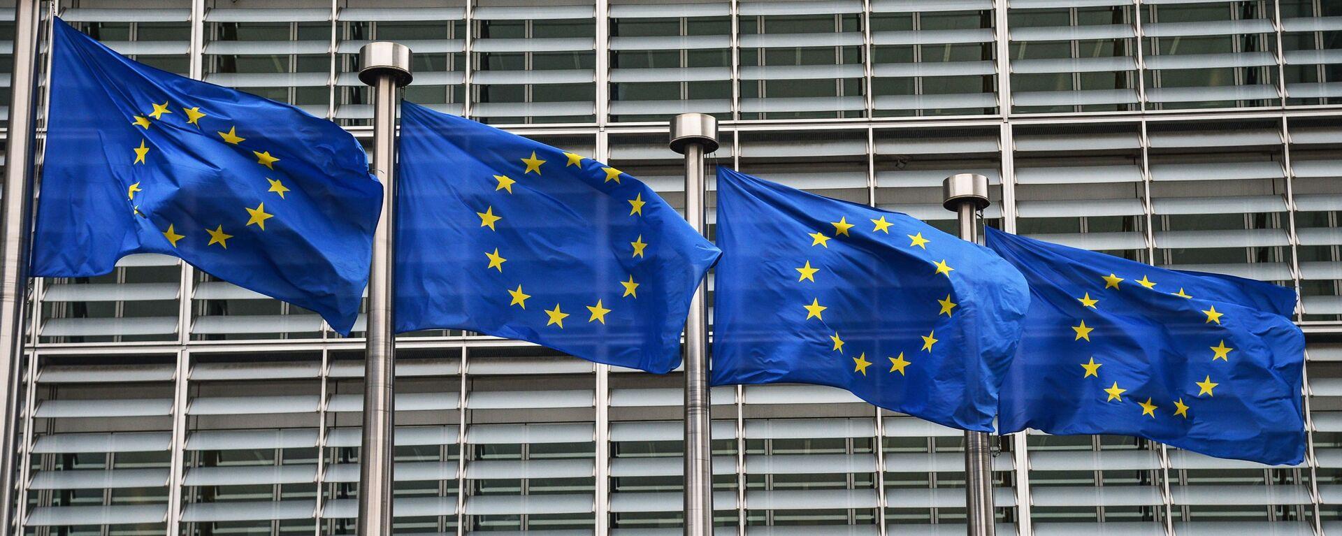 Bandiere dell'UE a Bruxelles - Sputnik Italia, 1920, 19.02.2021