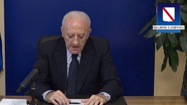 Il governatore della Campania, Vincenzo De Luca, durante una conferenza stampa - Sputnik Italia