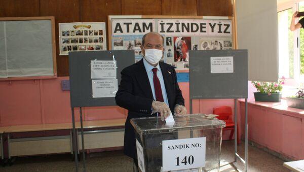 Ersin Tatar al voto - Sputnik Italia