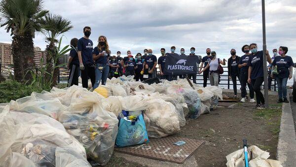Giornata nazionale raccolta plastica, volontari  Plastic Free a Catania - Sputnik Italia