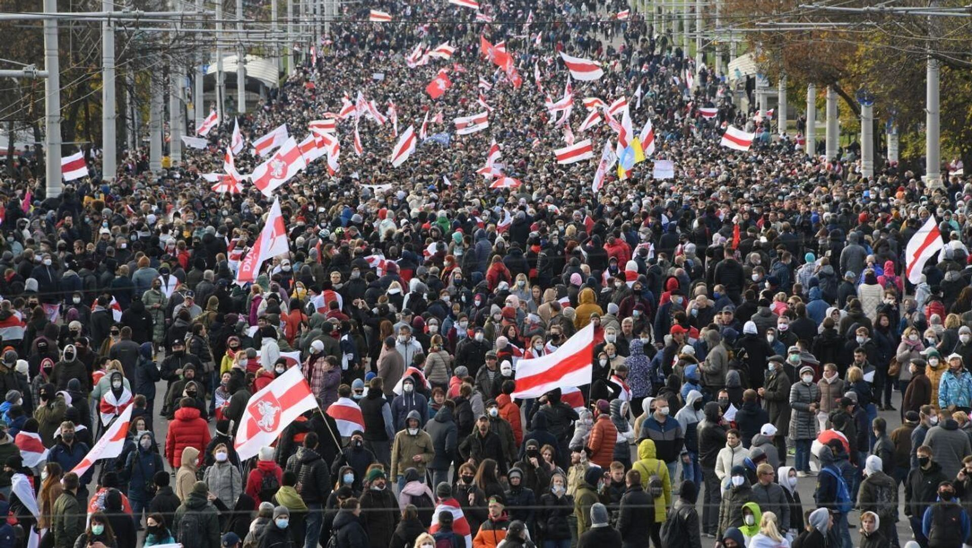 Partecipanti alla protesta a Minsk - Sputnik Italia, 1920, 06.02.2021