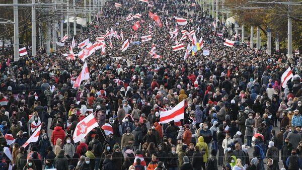 Partecipanti alla protesta a Minsk - Sputnik Italia