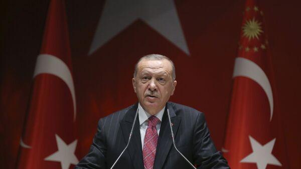 Turkey's President Recep Tayyip Erdogan addresses his party members, in Ankara, Turkey, Thursday, Aug. 13, 2020 - Sputnik Italia