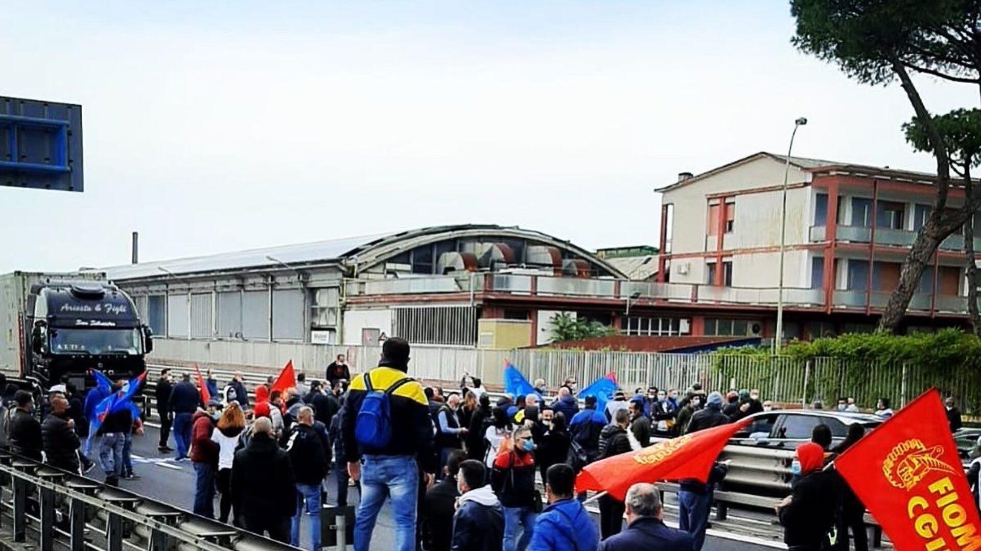 Manifestazione dei lavoratori della Whirlpool a Napoli - Sputnik Italia, 1920, 26.05.2021