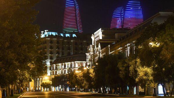 Baku, coprifuoco nelle vie della capitale azera durante il conflitto in Nagorno Karabakh - Sputnik Italia