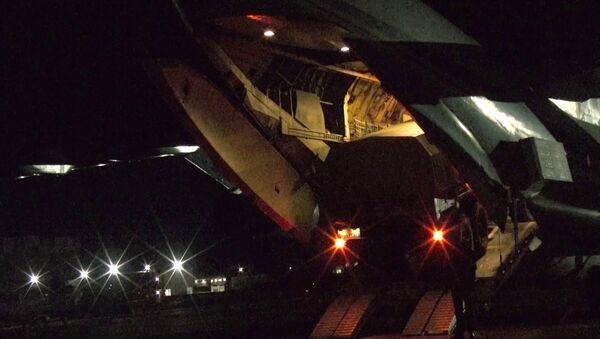 Погрузка военной техники и личного состава в тяжёлые военно-транспортные самолёты Ил-76 на аэродроме Ульяновск-Восточный - Sputnik Italia