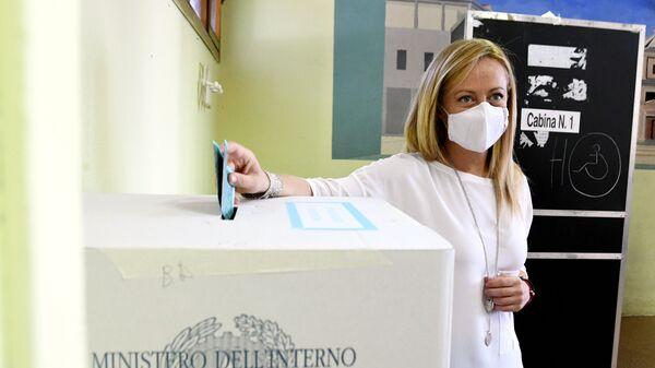Giorgia Meloni FdI vota per il referendum costituzionale - Sputnik Italia