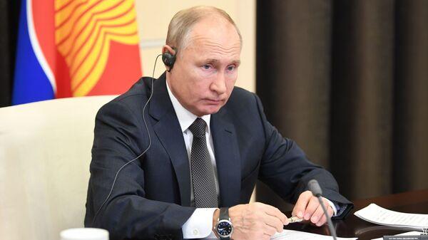 Il presidente russo Vladimir Putin al 15° vertice dell'Asia orientale - Sputnik Italia