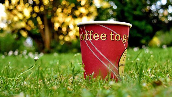 Un vaso de papel para café, referencial - Sputnik Italia