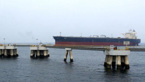 Нефтяной танкер в порту Эль-Фуджайра - Sputnik Italia