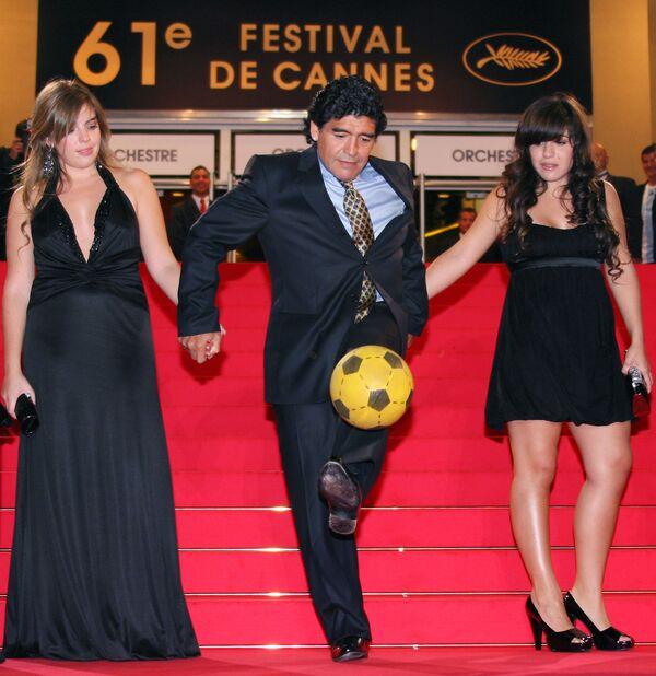 Diego Maradona con le sue figlie sul red carpet del 61° Festival di Cannes, 2008 - Sputnik Italia