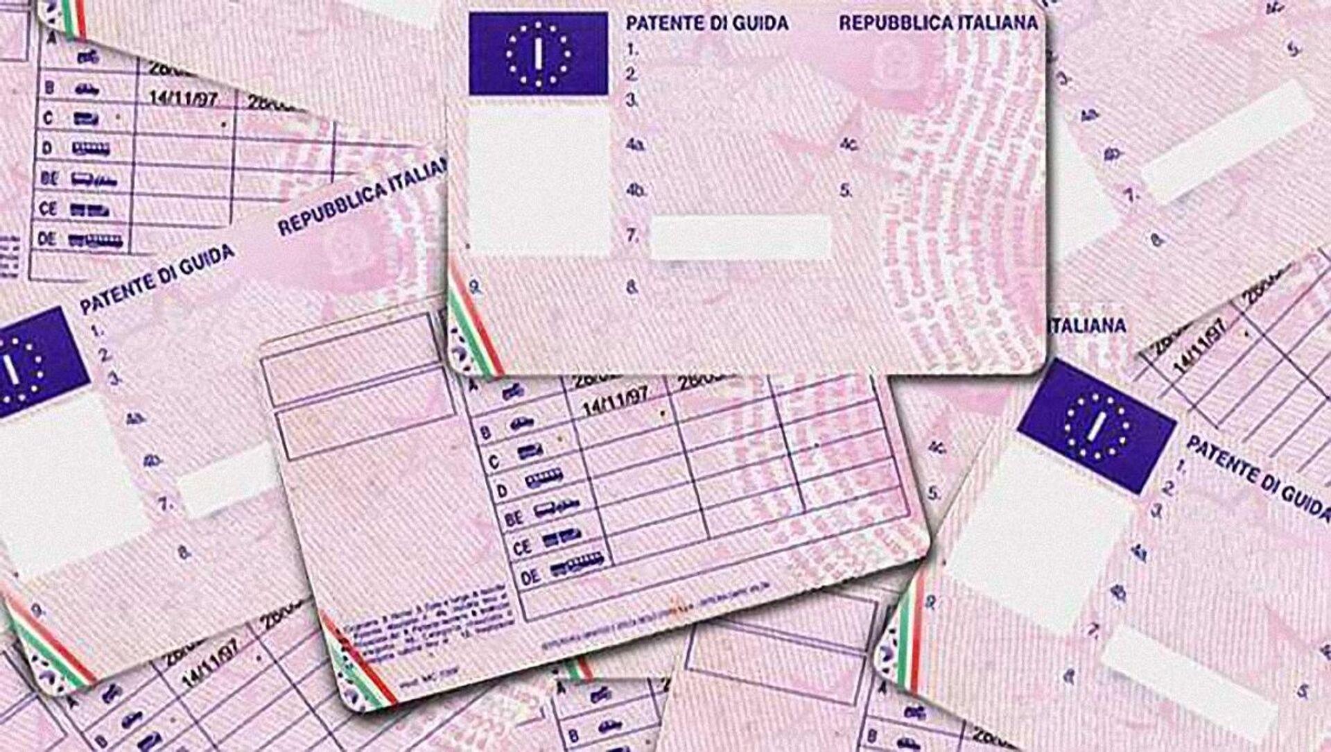 Patente di guida italiana, autorizzazione amministrativa necessaria per poter condurre veicoli a motore - Sputnik Italia, 1920, 18.04.2021