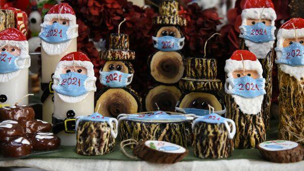Babbo Natale con la mascherina - Sputnik Italia