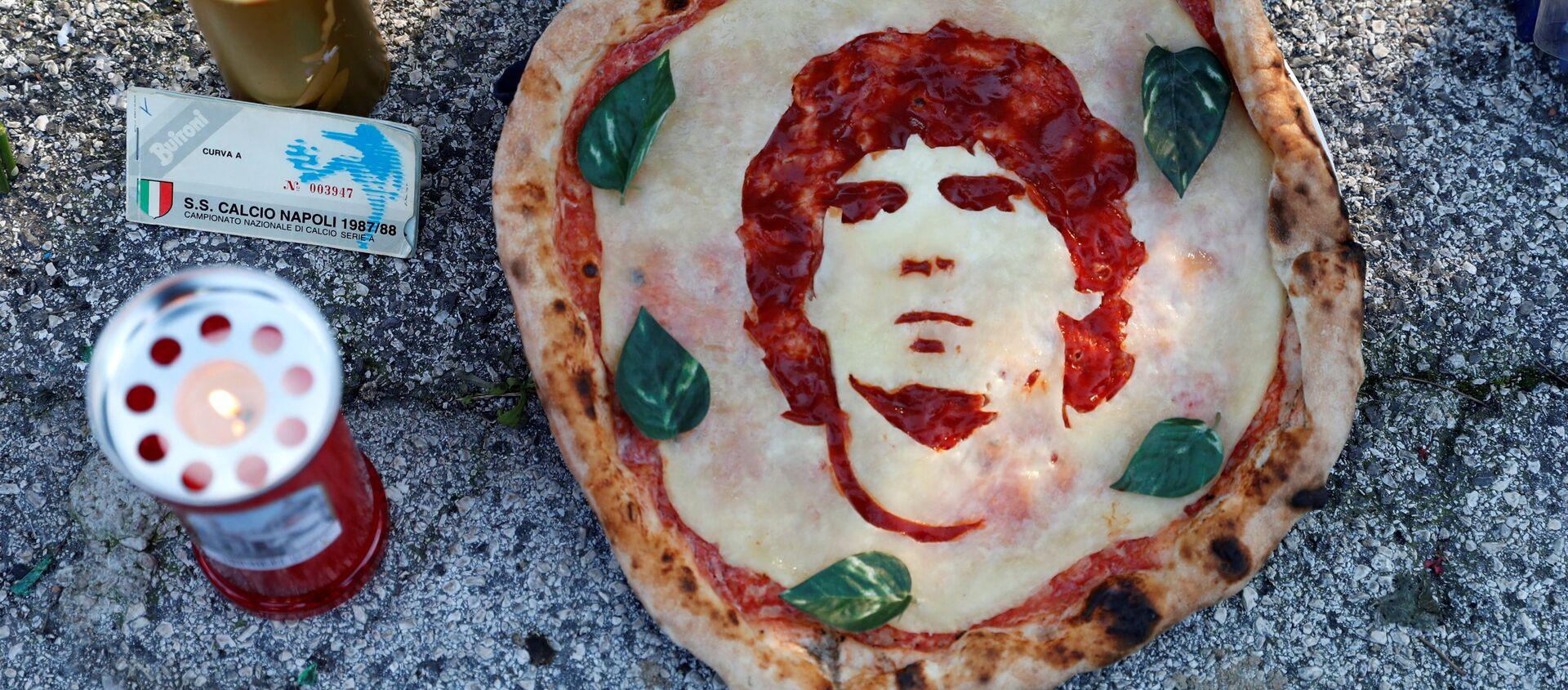 Napoli rende omaggio a Maradona - Sputnik Italia, 1920, 30.11.2020