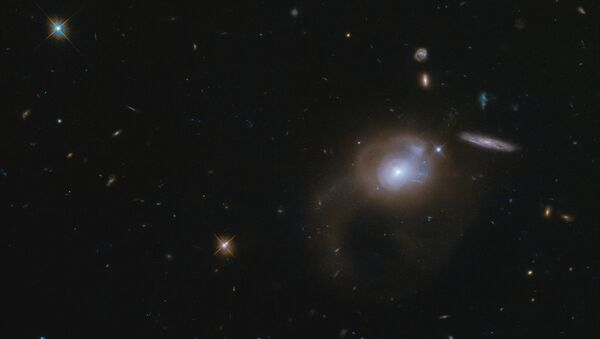 Hubble fotografa la galassia SDSSJ225506.80 + 005839.9 - Sputnik Italia