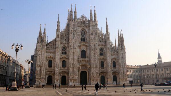 Piazza del Duomo a Milano completamente vuota - Sputnik Italia