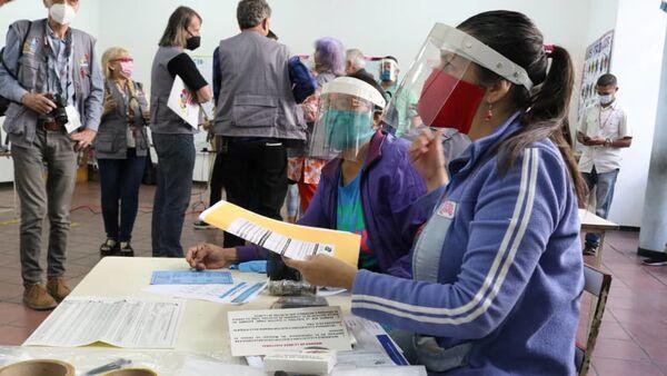 La instalación de las mesas de votación para las elecciones parlamentarias en Venezuela - Sputnik Italia