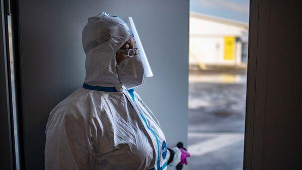 Medico in un reparto Covid - Sputnik Italia